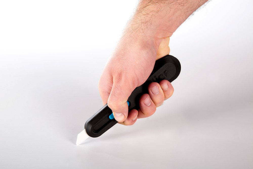 Using Slice's 10558 Smart-Retracting Utility Knife